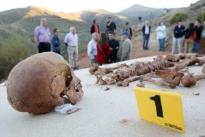 Die sterblichen Überreste des Korbflechters Antonio Fernández nach der Exhumierung. Er wurde bereits 1936 von Franco-Milizen ermordet. Foto: Bodo Marks